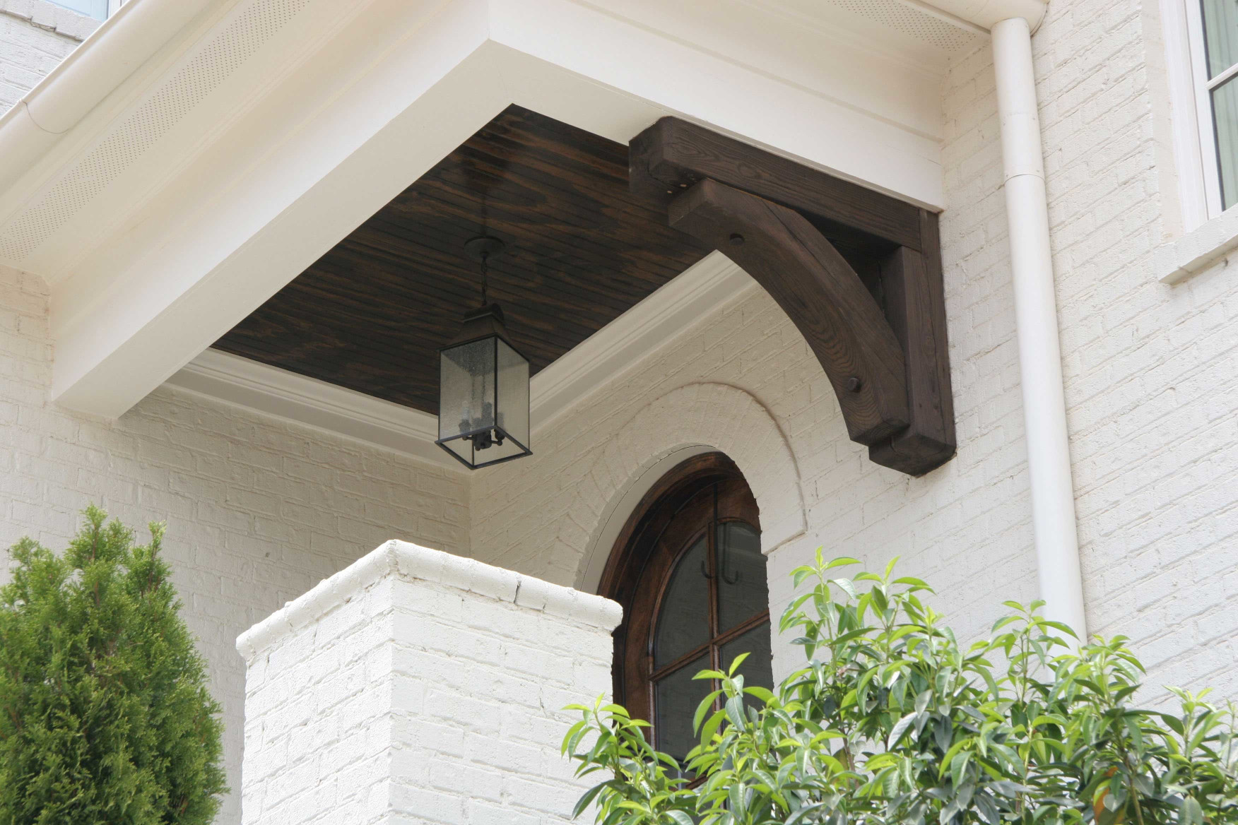 Wood brackets add elegance to this side entry.