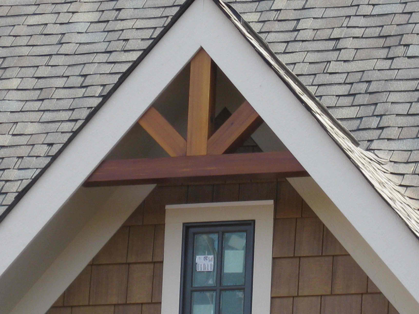 This wood gable bracket is a great way to add appeal to a home.